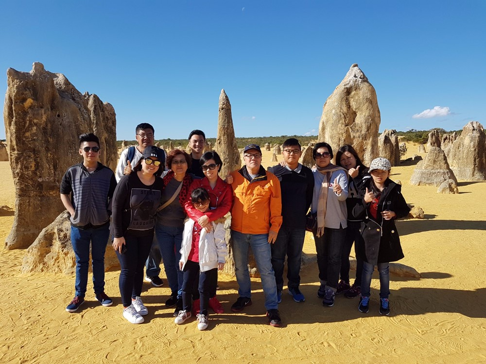 Family custom tours with Perth Platinum Tours.jpg